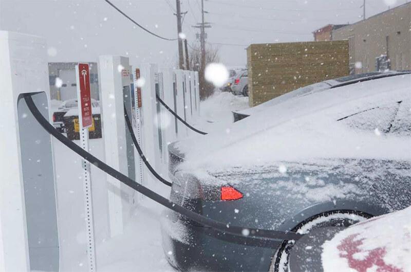 Charge electric vehicle lithium battery in winter